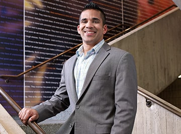 A portrait of Viren Tellis, student of the JD-MBA program at Kellogg.