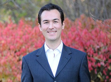 A portrait of Santiago Loizaga, a one-year MBA student at Kellogg.