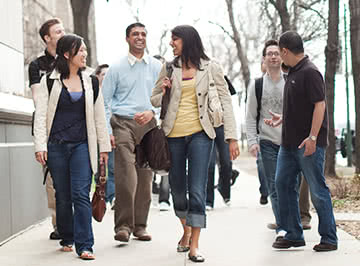 Kellogg Weekend MBA students head to class on Saturdays