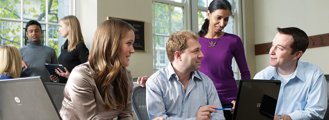 Kellogg part-time MBA students collaborate during a part-time MBA course